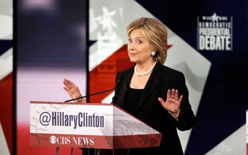 Clinton_Democratic_Debate_Iowa_ap_img