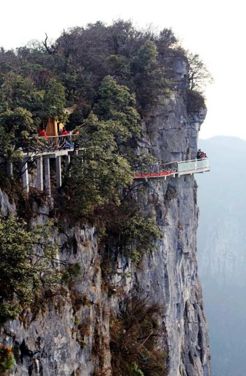 glass skywalk tianmen mountain china