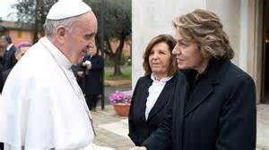 pope-with-women